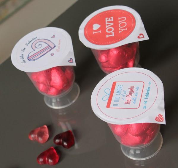 Riciclare contenitori di plastica per creare coppe romantiche