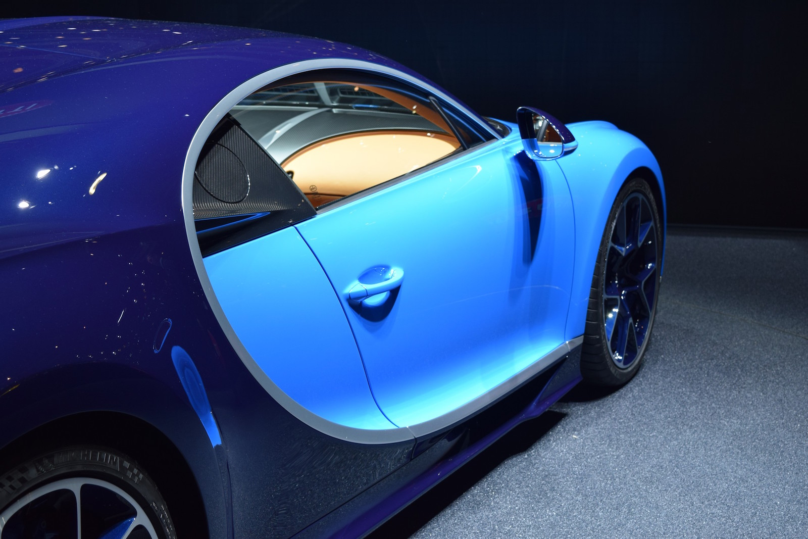 a bugatti chiron for 1 2 million yep must be legit carscoops. Black Bedroom Furniture Sets. Home Design Ideas