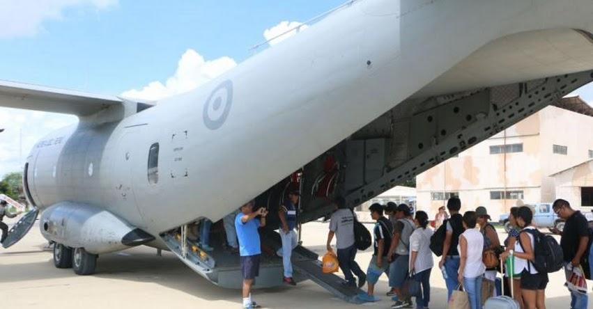 FAP continúa transportando a cientos de damnificados en Piura