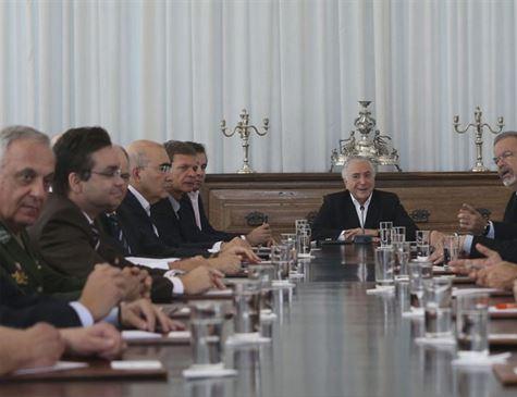 Conselhos aprovam intervenção em Roraima e decreto sai na segunda
