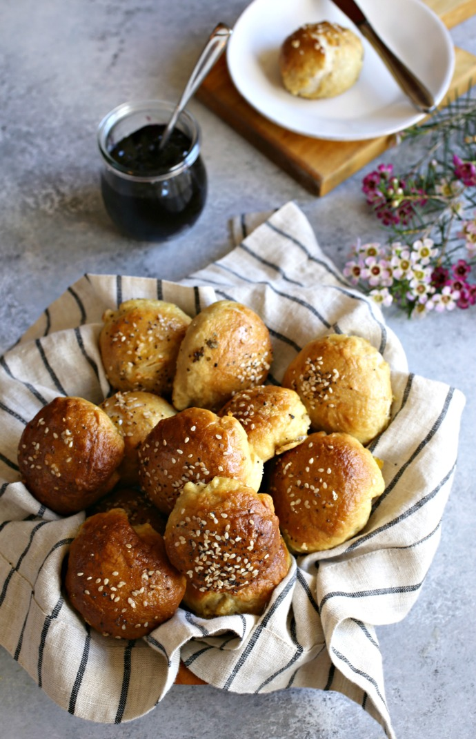 Recipe for mini pretzel bagels stuffed with cream cheese.