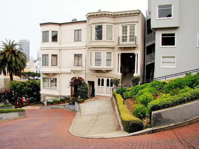 Lombard street - San Fransisco - California - USA