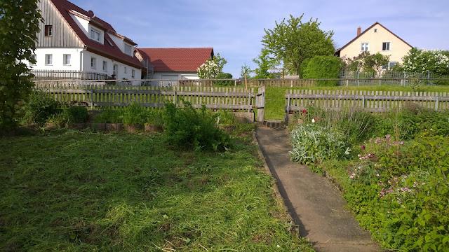 Blick vom Weihergarten hinauf zum Wohnhaus (c) by Joachim Wenk