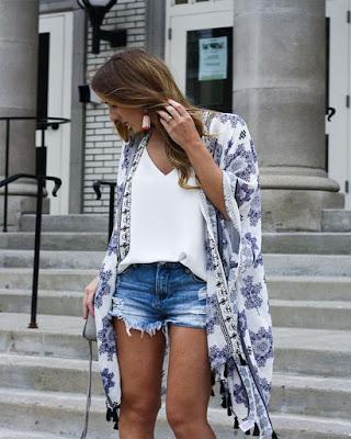 outfits con kimono y shorts cortos