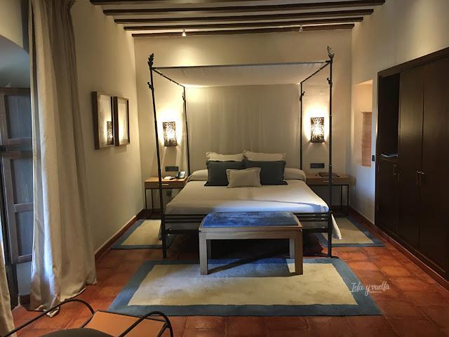Parador de Chinchón dormitorio con cama de dosel