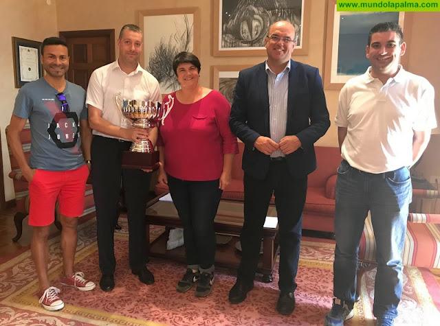 El equipo de fútbol sala del Cabildo de La Palma, tercer clasificado en el XXXIII Torneo de Organismos Oficiales 'Día de Canarias'