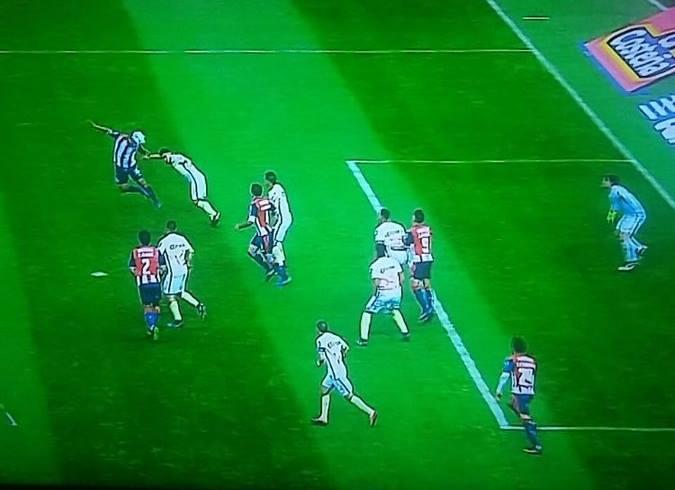 Pol mica arbitro no anula gol a alan pulido en fuera de for Cuando es fuera de lugar futbol