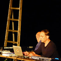 More Ohr Less Brainstorming Orchester - Hans-Joachim Roedelius, Arnold Kasar / photo S. Mazars