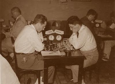 IV Torneo de Ajedrez de Berga 1954, partida Francino-Francisco José Pérez
