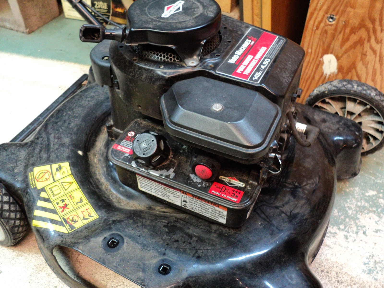 Rouge River Workshop: Briggs & Stratton Model 9S502 -- Carburetor And Fuel  Tank Removal