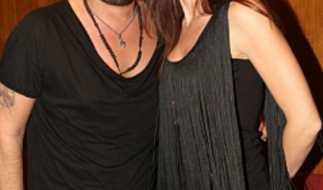 Διαζύγιο βόμβα στην ελληνική showbiz! Αγαπημένος τραγουδιστής χωρίζει με την σύζυγό του…