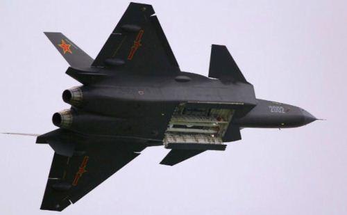 J-20 dengan weapon bay terbuka