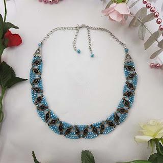 dudak aparatlı mavi kolye çiçekli TK_0001_004-3 görseli