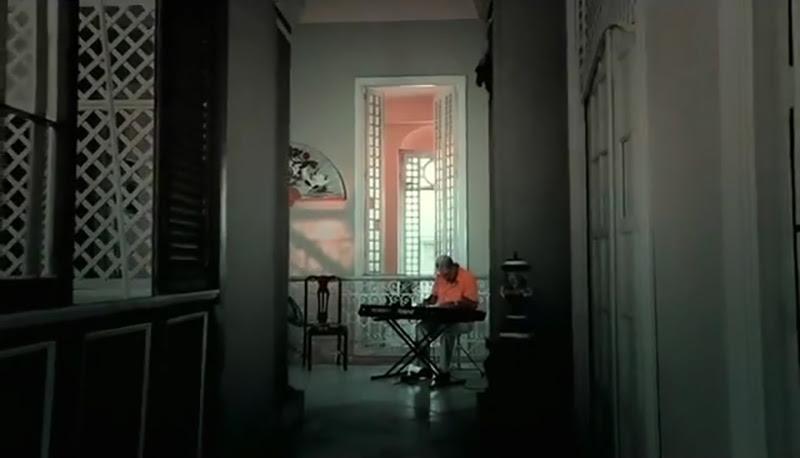 Emilio Morales - ¨El manisero¨ - Videoclip - Dirección: Rudy Mora - Orlando Cruzata. Portal Del Vídeo Clip Cubano - 03