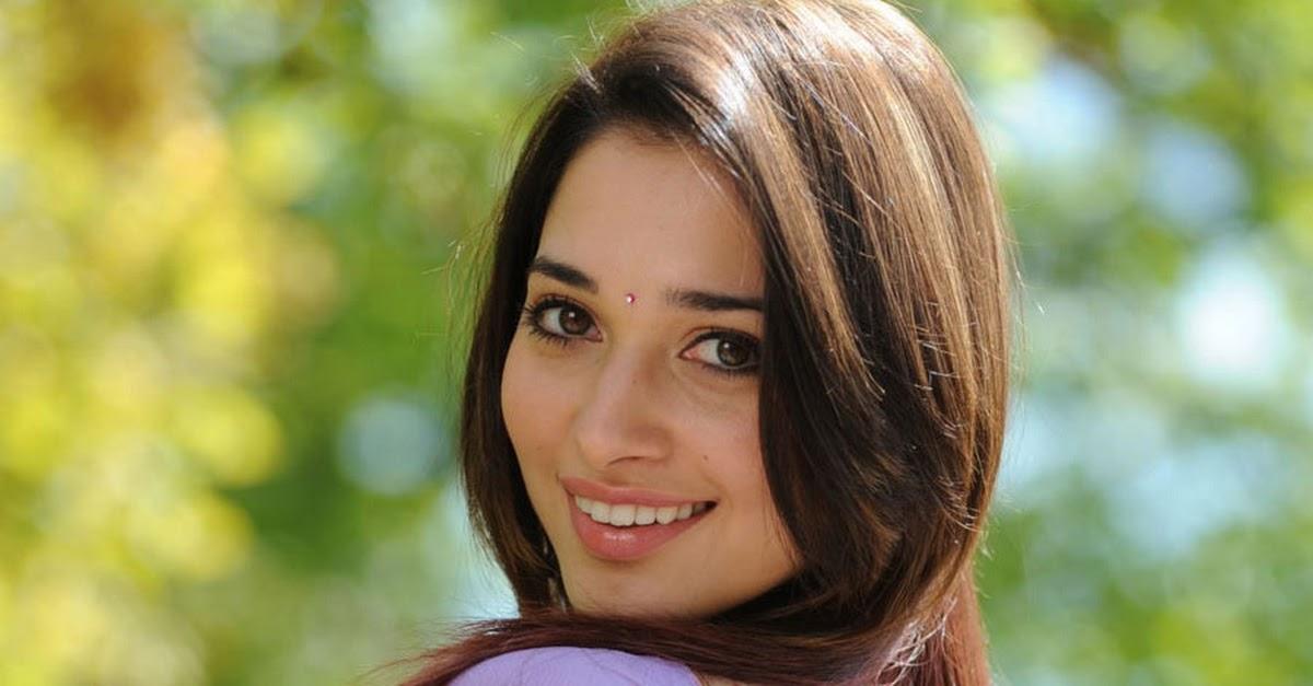 Tamanna Bhatia In Saree: Tamanna Bhatia In Purple Backless Saree