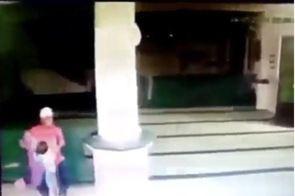 [Video] Waspada Penculikan Anak di Masjid Ketika Sholat Berlangsung