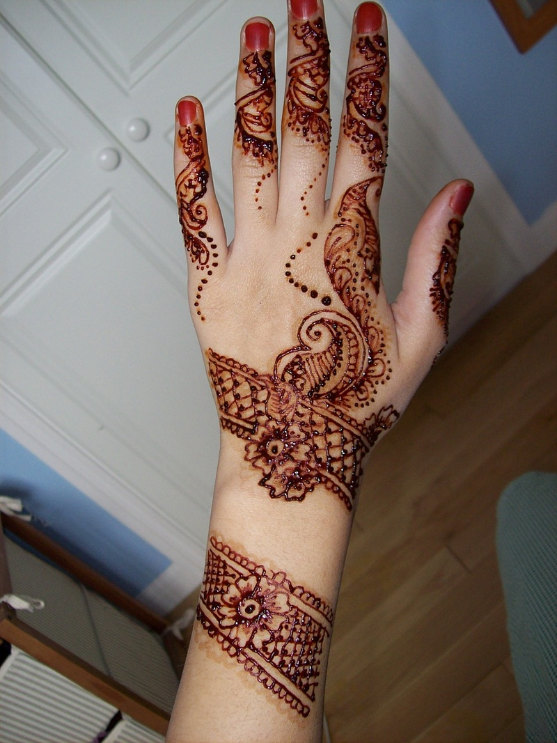 Simple And Smart Nail Art Ideas: * Arabic Mehendi Designs *