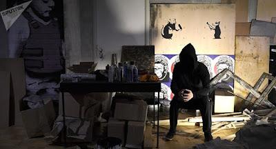 """""""Siamo appena stati banksyzzati"""":   il commento di Sotheby's dopo che un'opera del famoso street artist   è andata in mille pezzi subito dopo l'acquisizione."""