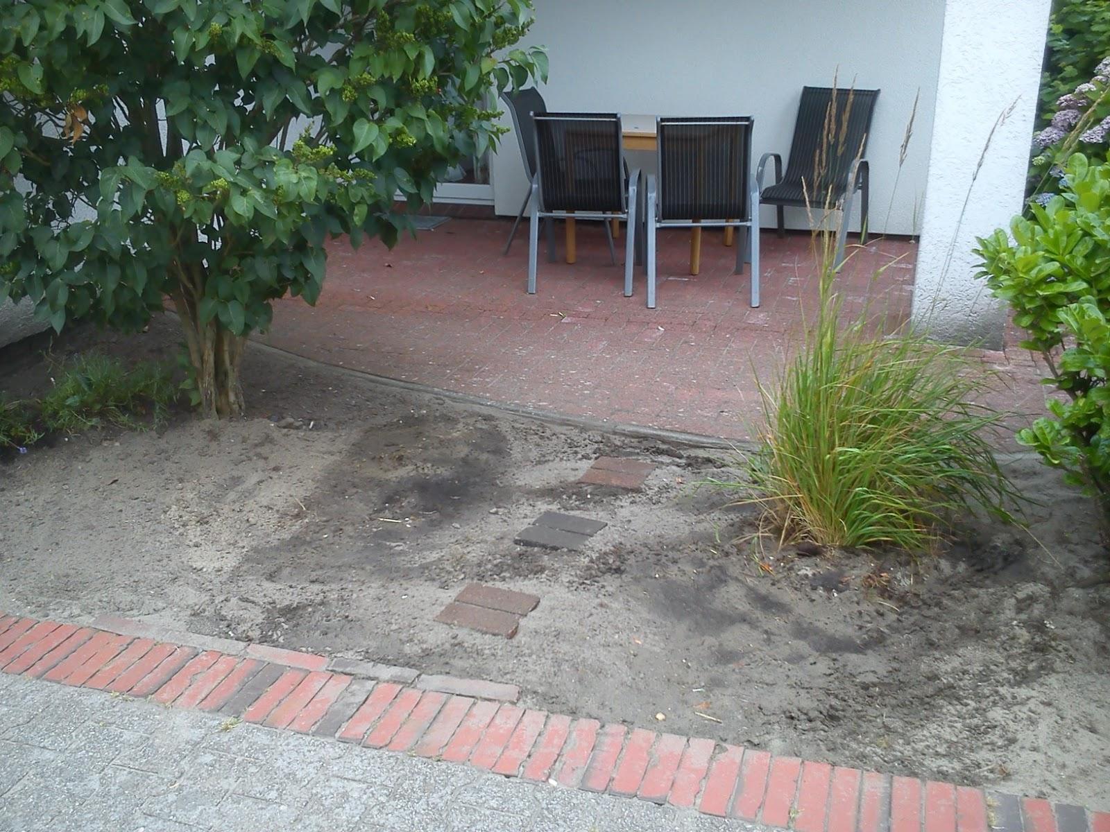 Vorgarten steinreich for Graue steine vorgarten