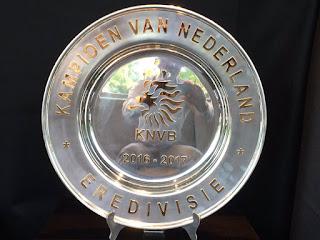 Feyenoord wordt kampioen en ontvangt deze Kampioensschaal