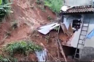 http://vnoticia.com.br/noticia/3299-homem-morre-soterrado-apos-deslizamento-de-terra-em-itaperuna
