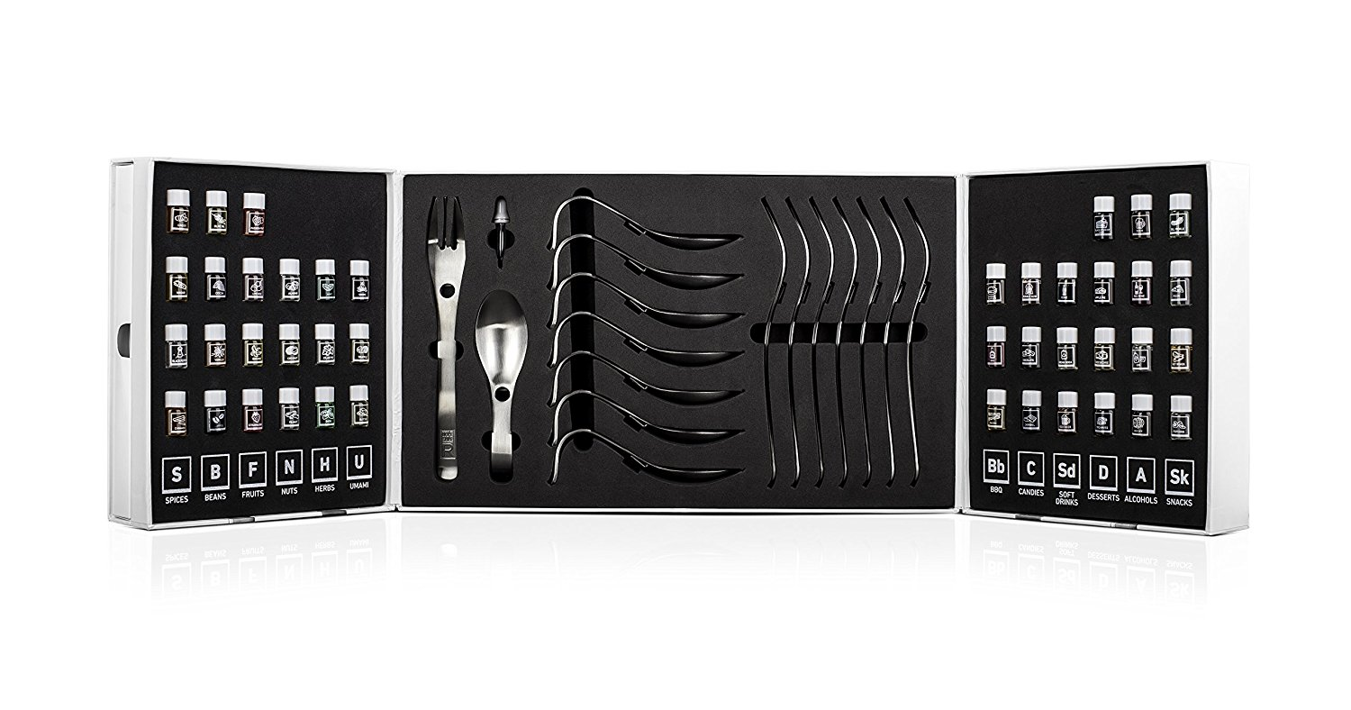 This Moleculer Aroma Kit comes with 8 forks and spoons and many aromatic flavors for your future chefs to try.