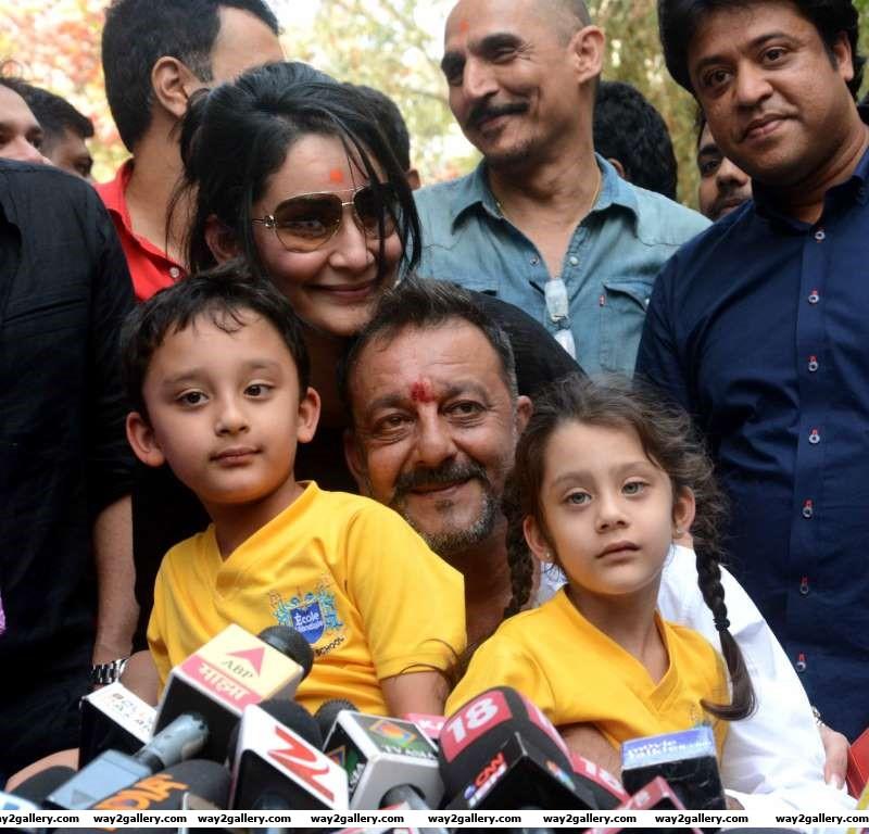 Sanjay Dutt Manyata Dutt Shahraan Dutt and Iqra Dutt pose for photographers during a press meet