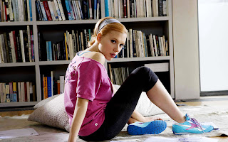 Cute Scarlett Johansson Pink T-Shirt and Sport Shoes HD Wallpaper