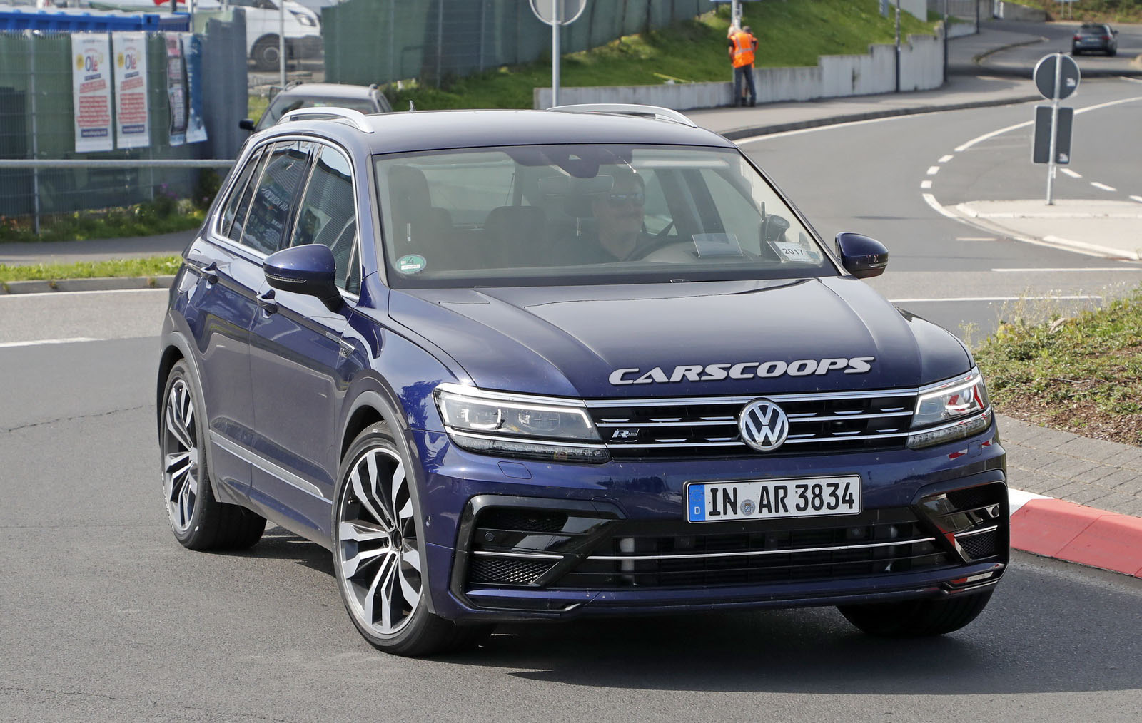 vw tiguan r test car spotted again but it s not what it looks like. Black Bedroom Furniture Sets. Home Design Ideas
