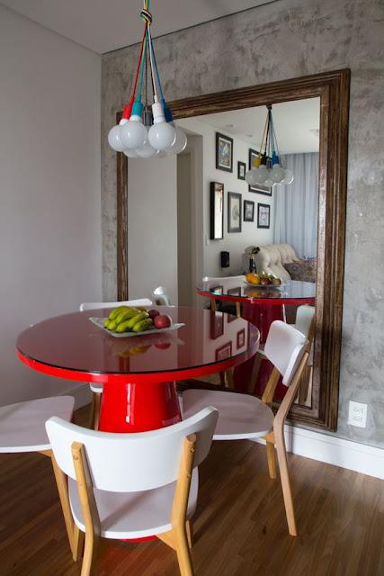 mesa-redonda-sala-de-jantar-colorida