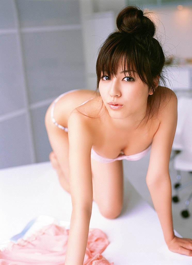 yumi sugimoto sexy bikini pics 03