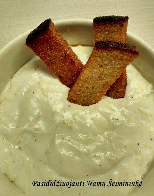 RECEPTAS: Sūrio padažas prie keptos duonos