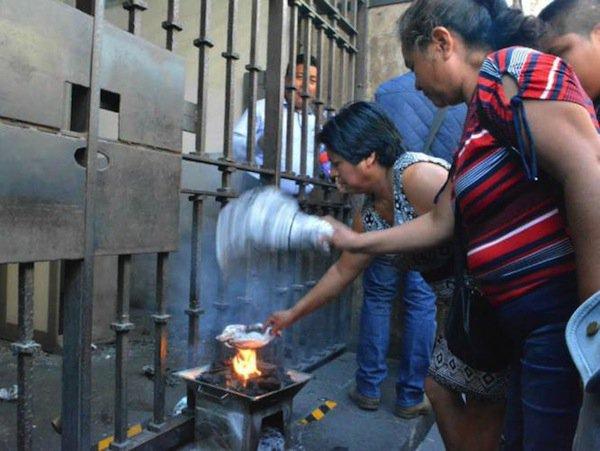 Campesinos queman chiles para obligar a salir a funcionarios de Morelos