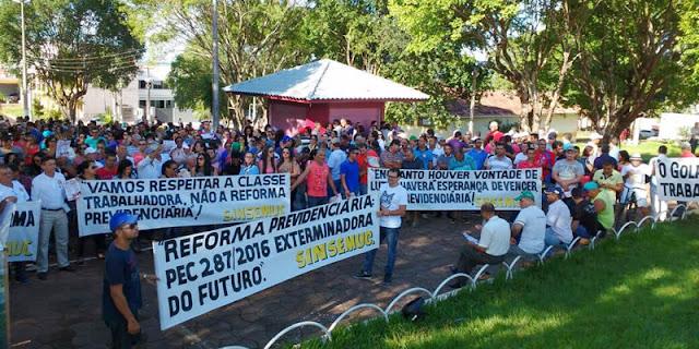 Manifestação contra a PEC 287 é realizada em Cacoal
