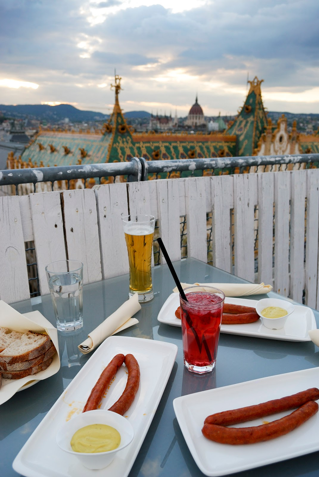 best budapest restaurant eat affordable cheap bubble bar rooftop hotel president foodie hungary kolbasz