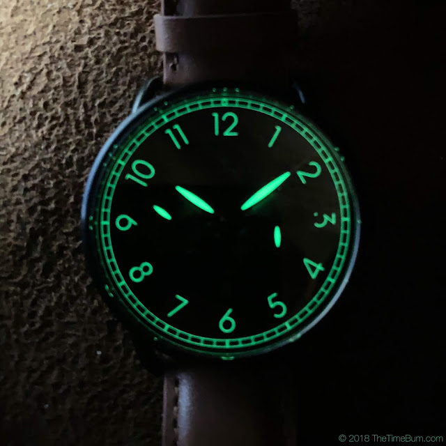 Huckleberry & Co. Bakewell Black Edition wrist shot lume
