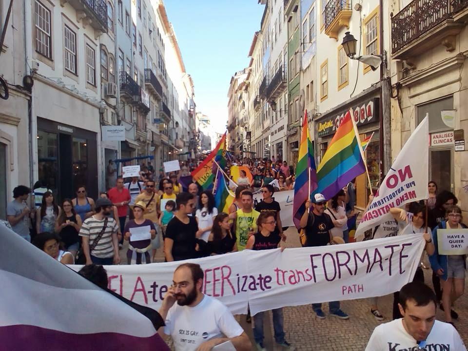 Casais do mesmo sexo poderão adotar crianças em Portugal