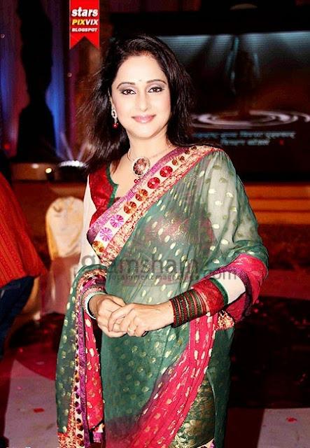 beautiful mrinal kulkarni in saree cute marathi