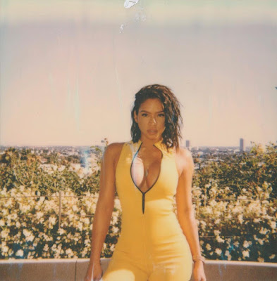 Cassie Shares Cleavage-baring Photos Following Split From Diddy.