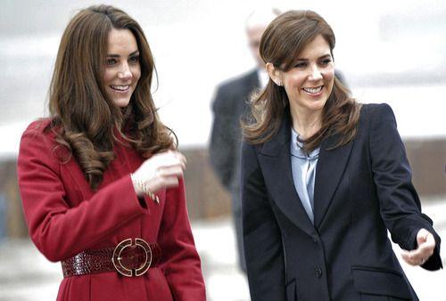 Porównanie stylizacji Kate z księżną Mary z Danii