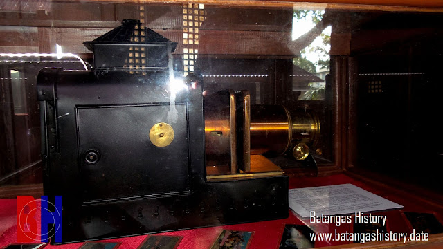 One of the vintage cameras on display at the Galleria Taal Camera Museum.