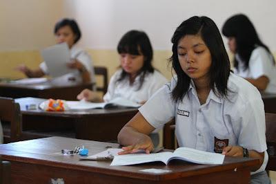 Beasiswa untuk peraih nilai UN terbaik