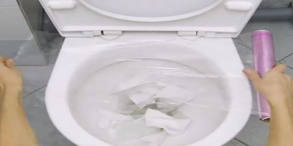 Kako odćepiti WC školjku