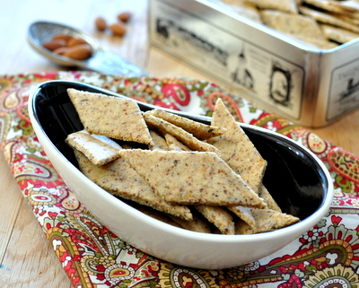 Easy Almond Crackers ♥ KitchenParade.com, crisp, peppery gluten-free crackers made with almond meal. Low Carb. Weight Watchers Friendly. Whole30. Vegan.