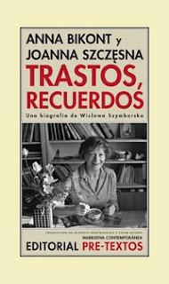 Trastos, recuerdos : una biografía de Wislawa Szymborska / Anna Bikont y Joanna Szczesna