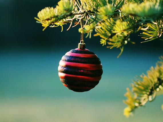 download besplatne pozadine za desktop 1152x864 slike ecard čestitke blagdani Božić kuglica za bor