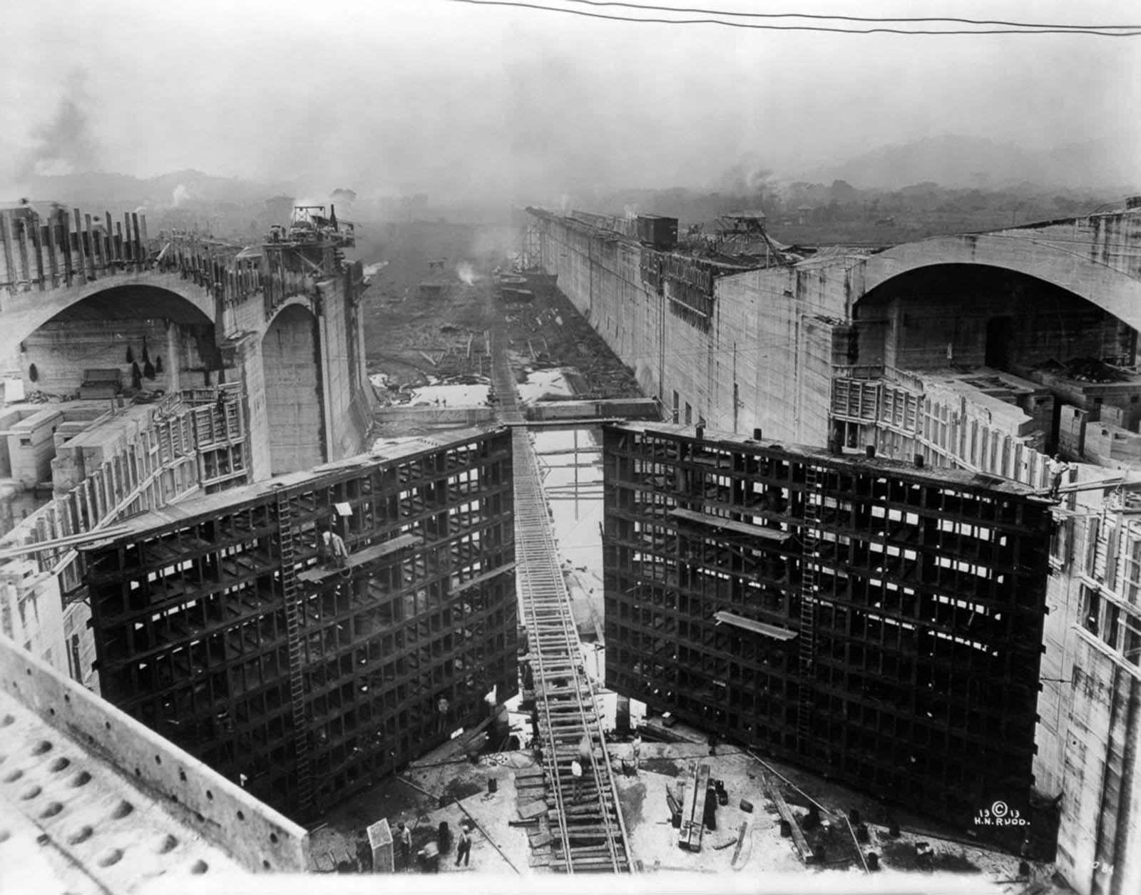 Locks under construction. 1913.