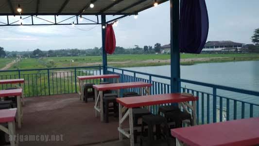 Cafe di danau ho'ce kuala dua kubu raya