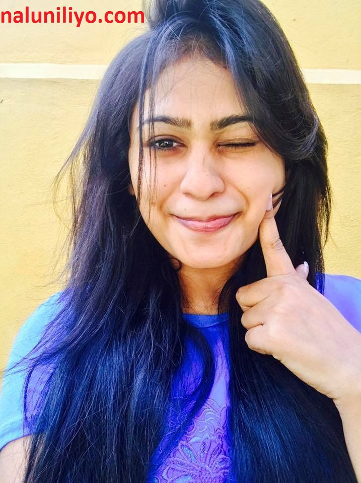 Piumi Hansamali blue selfies