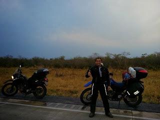 Abastecimento na RN4 - Bolívia. Foto cedida pelo Pedro.